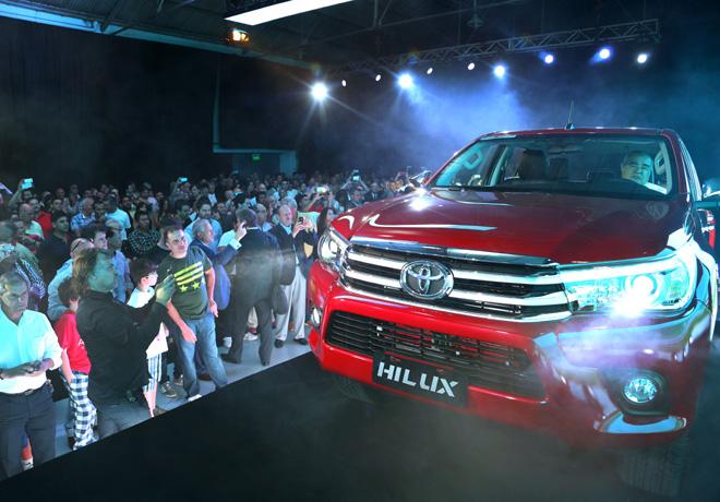 La concesionaria Kansai presento la nueva Toyota Hilux 2