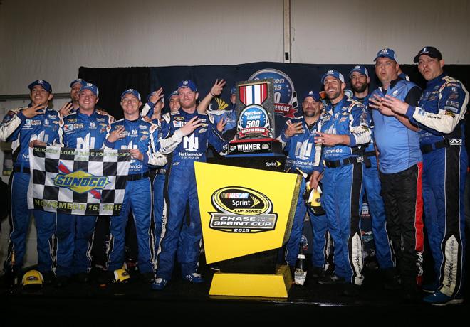 NASCAR - Phoenix 2015 - Dale Earnhardt Jr en el Victory Lane