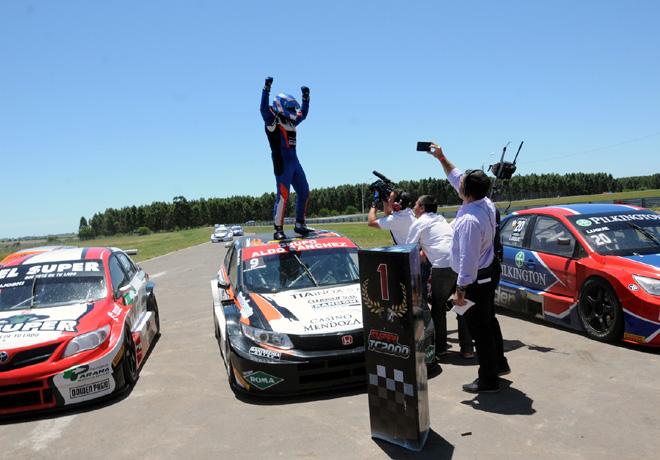 TC2000 - Concepcion del Uruguay 2015 - Carrera Final - Emmanuel Caceres - Campeon