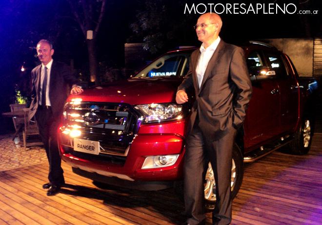 Ford - Enrique Alemany y Carlos Galmarini junto a la Ranger 2016 000