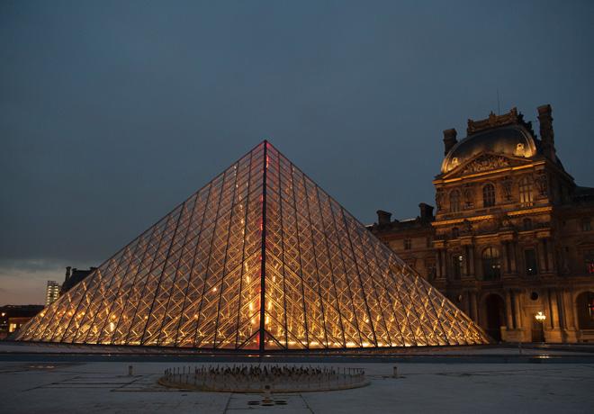 La piramide del Museo del Louvre fue testigo de la presentacion del Nuevo DS3 1