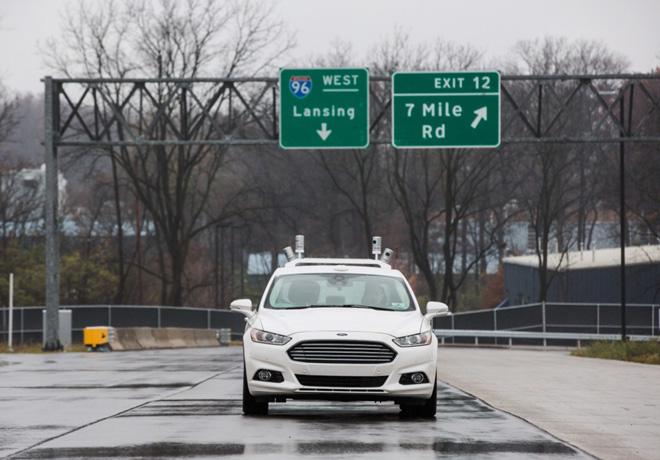 Ford es el primer fabricante en probar un vehiculo autonomo en un entorno urbano simulado 1