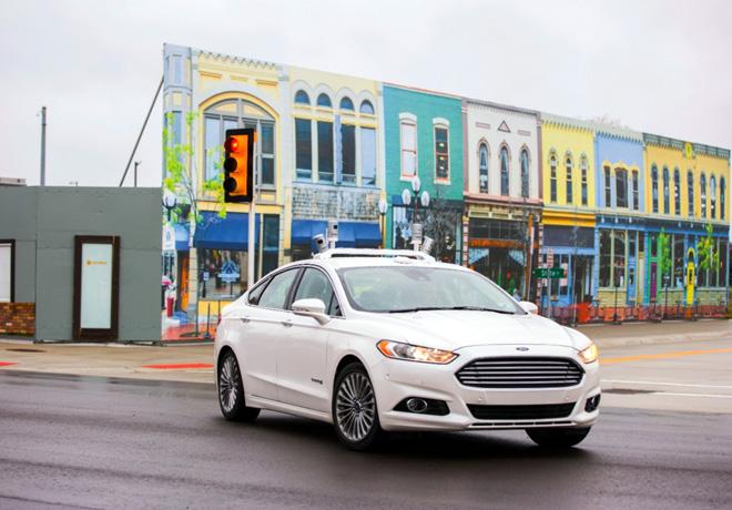 Ford es el primer fabricante en probar un vehiculo autonomo en un entorno urbano simulado 2