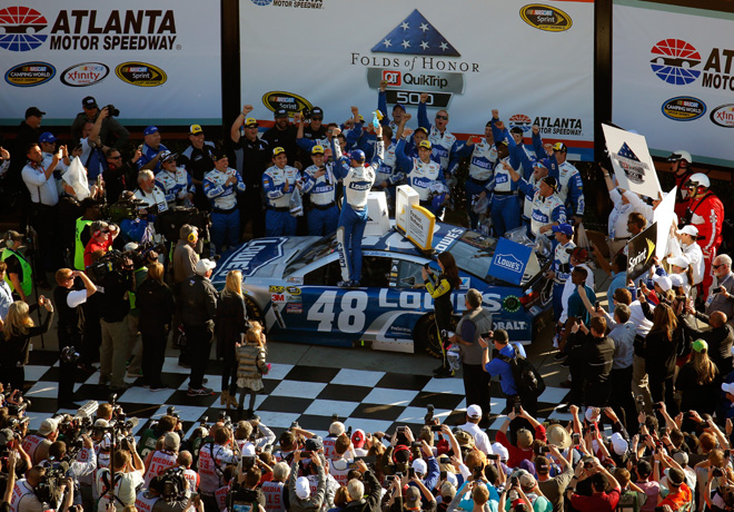 NASCAR - Atlanta 2016 - Jimmie Johnson en el Victory Lane