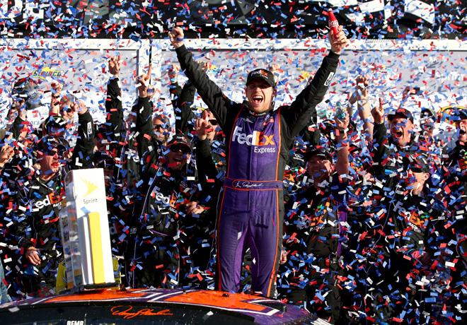 NASCAR - Daytona 2016 - Denny Hamlin en el Victory Lane
