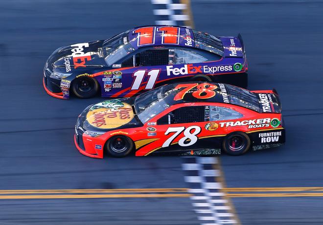 NASCAR - Daytona 2016 - Denny Hamlin y Martin Truex Jr - Ambos con Toyota Camry