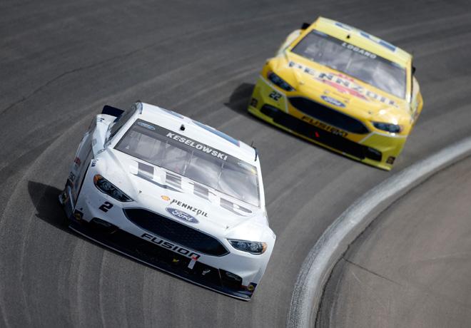 NASCAR - Las Vegas 2016 - Brad Keselowski y Joey Logano - Ford Fusion