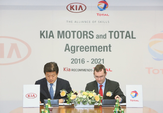 Directivos de Kia y Total