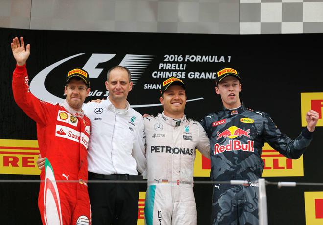 F1 - China 2016 - Carrera - Sebastian Vettel - Nico Rosberg - Daniil Kvyat en el Podio