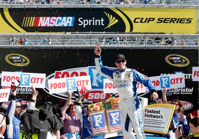 NASCAR - Bristol 2016 - Carl Edwards en el Victory Lane