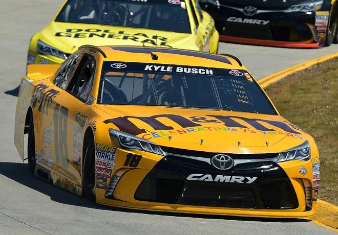 NASCAR - Martinsville 2016 - Kyle Busch - Toyota Camry