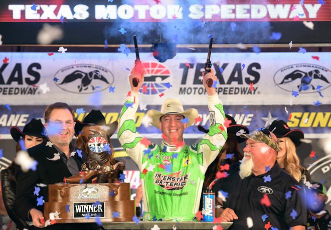 NASCAR - Texas 2016 - Kyle Busch en el Victory Lane