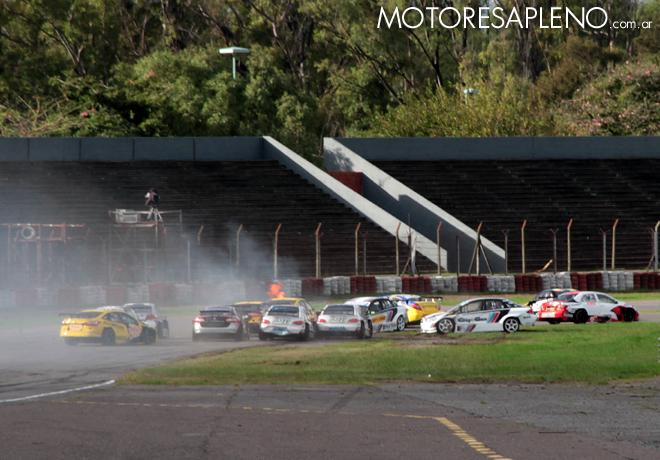 TC2000 - Buenos Aires 2016 - Carrera Sprint - Accidente en curva 1