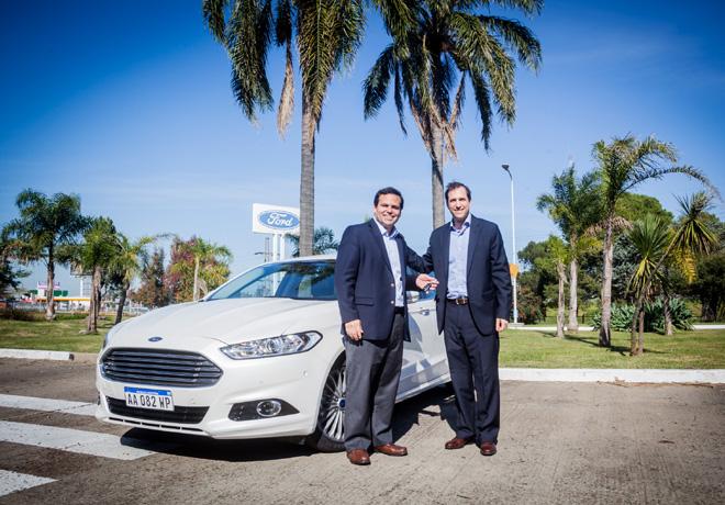 Ford hizo entrega del Mondeo al ganador del Hoyo en Uno de la Edicion 2015 del Ford Kinetic Design Golf Invitational