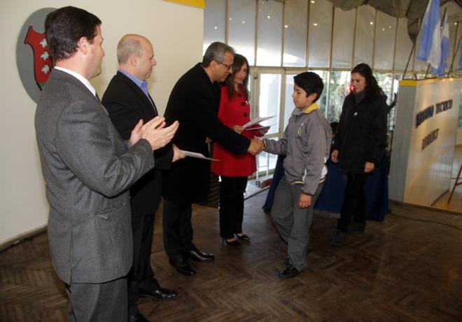 La Fundacion de Empresa Groupe Renault entrego becas a estudiantes del Instituto Tecnico Renault 1