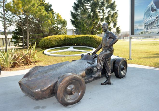 Mercedes-Benz Argentina homenajeo a Fangio en su cumpleaños 105 2