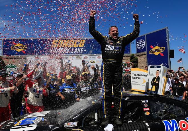 NASCAR - Sonoma 2016 - Tony Stewart en el Victory Lane