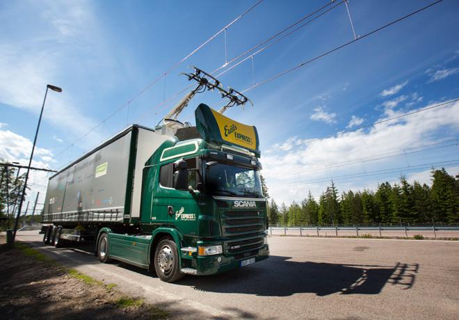 Scania participa en la apertura de la primera ruta electrica del mundo 2