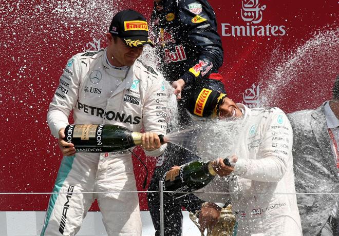 F1 - Gran Bretana 2016 - Carrera - Nico Rosberg y Lewis Hamilton en el Podio