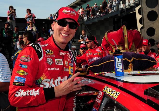 NASCAR - Indianapolis 2016 - Kyle Busch en el Victory Lane