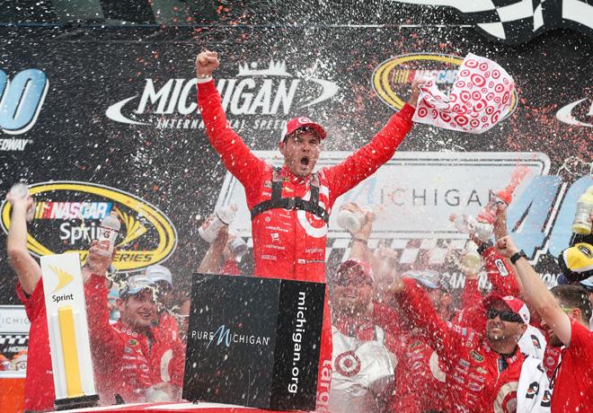 NASCAR - Michigan 2016 - Kyle Larson en el Victory Lane