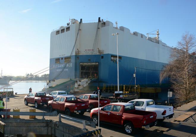 Partio el primer embarque de Toyota Argentina a sus nuevos destinos de exportacion 2