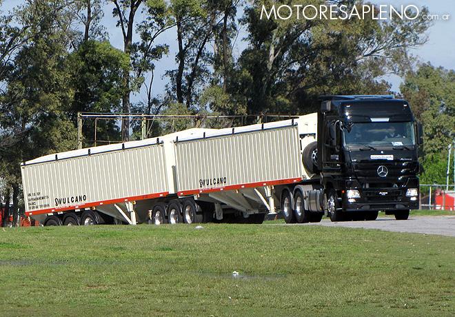 mercedes-benz-pruebas-de-manejo-de-vehiculos-pesados-1