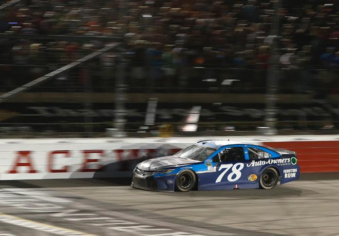 NASCAR - Darlington 2016 - Martin Truex Jr - Toyota Camry
