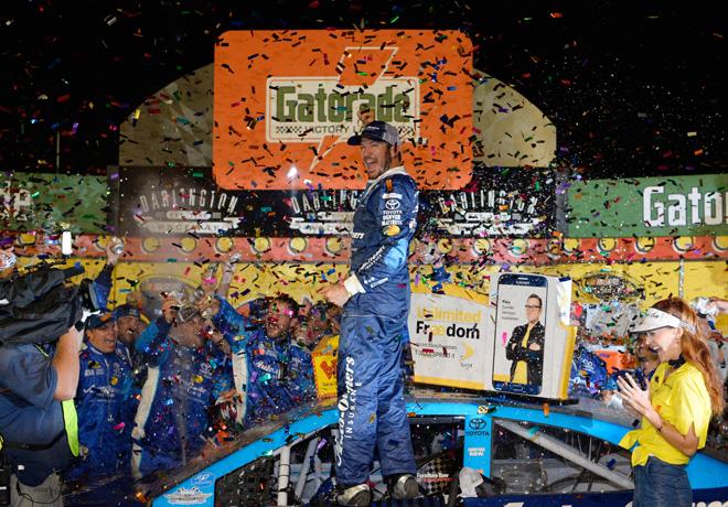 NASCAR - Darlington 2016 - Martin Truex Jr en el Victory Lane