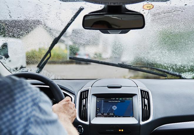 conducir-bajo-lluvia-torrencial-es-mas-facil-gracias-a-los-faros-con-ajuste-automatico-de-ford