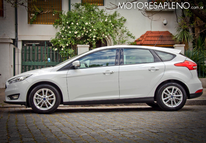 ford-focus-se-hatchback-3