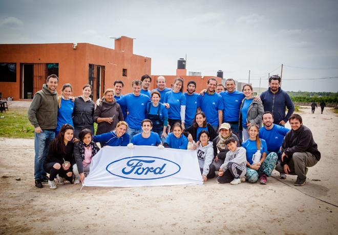 ford-colabora-con-la-organizacion-vivienda-digna-1