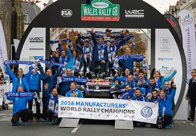 wrc-gales-2016-final-sebastien-ogier-y-el-equipo-vw-en-el-podio