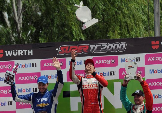 stc2000-general-roca-2016-carrera-2-agustin-canapino-matias-rossi-bernardo-llaver-en-el-podio