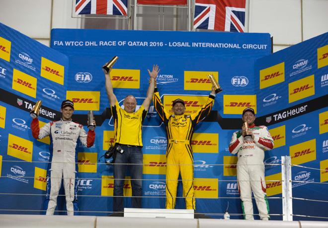 wtcc-losail-qatar-2016-carrera-1-tom-chilton-gabriele-tarquini-rob-huff-en-el-podio