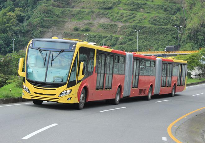 scania-presenta-el-primer-bus-bi-articulado-del-mundo-impulsado-a-gas-natural