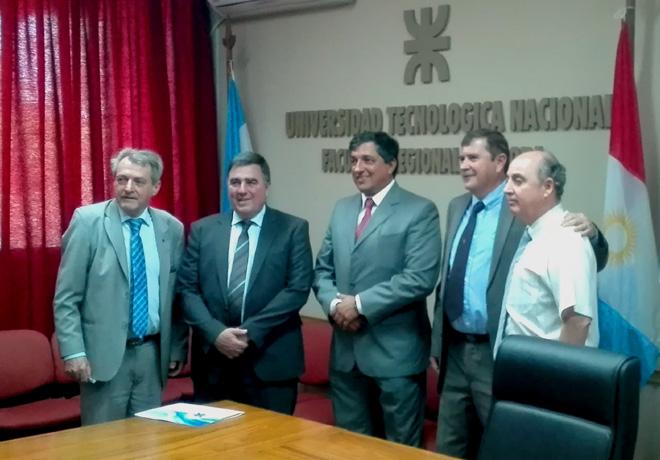 vw-argentina-y-la-utn-firmaron-un-convenio-de-colaboracion-en-el-centro-industrial-cordoba