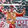 NASCAR - Richmond 2017 - Joey Logano en el Victory Lane