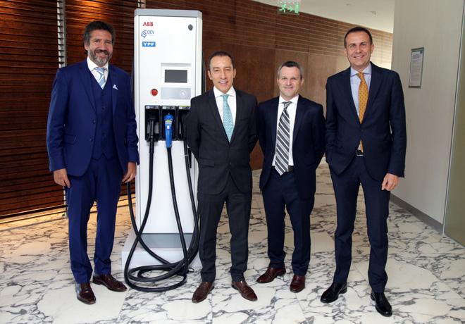 ABB presento a YPF y QEV su primer cargador rapido para vehiculos elrectricos 1