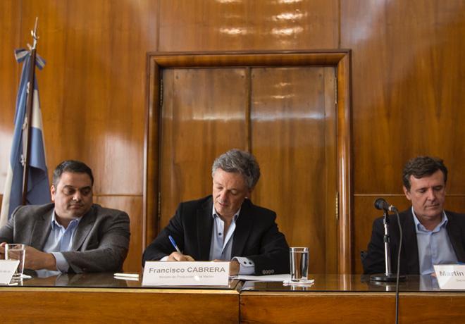 El gobierno nacional firmo acuerdo para la produccion y el empleo con empresas y sindicatos del sector de motovehiculos