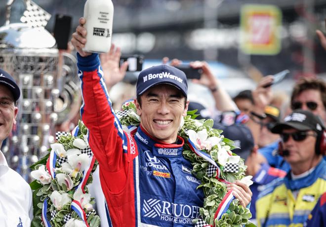 IndyCar - Indianapolis 500 2017 - Takuma Sato en el Victory Lane