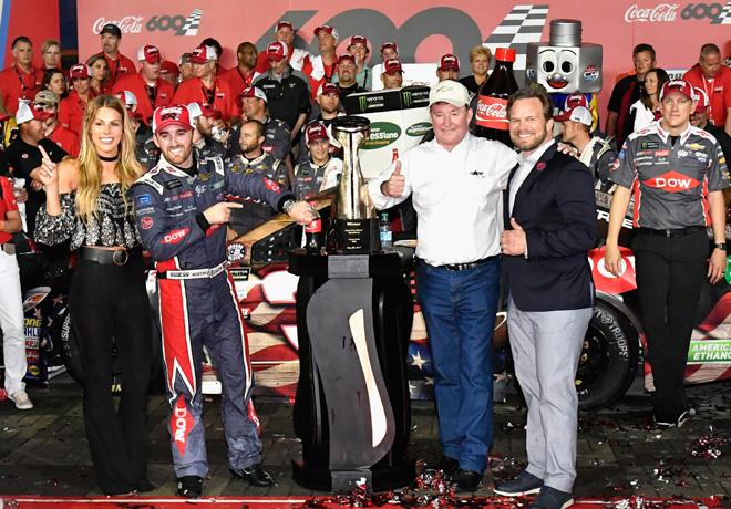 NASCAR - Charlotte 2017 - Austin Dillon en el Victory Lane