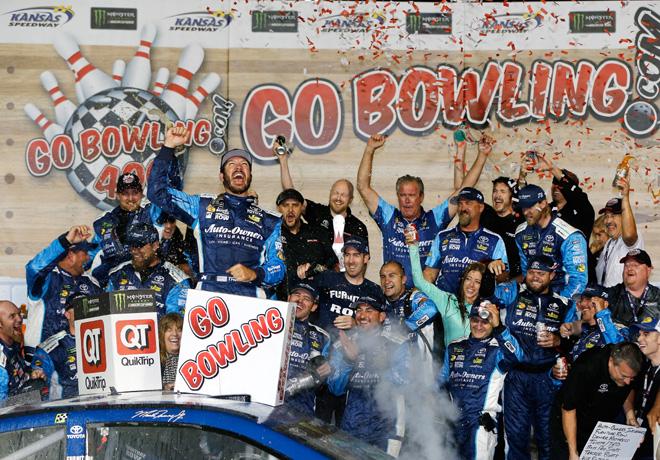 NASCAR - Kansas 2017 - Martin Truex Jr en el Victory Lane