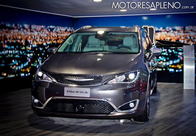 Chrysler Pacifica Limited Plus en el Salon del Automovil de Buenos Aires 2017