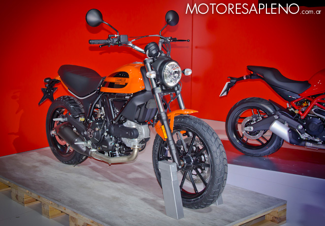 Ducati Scrambler en el Salon del Automovil de Buenos Aires 2017 2