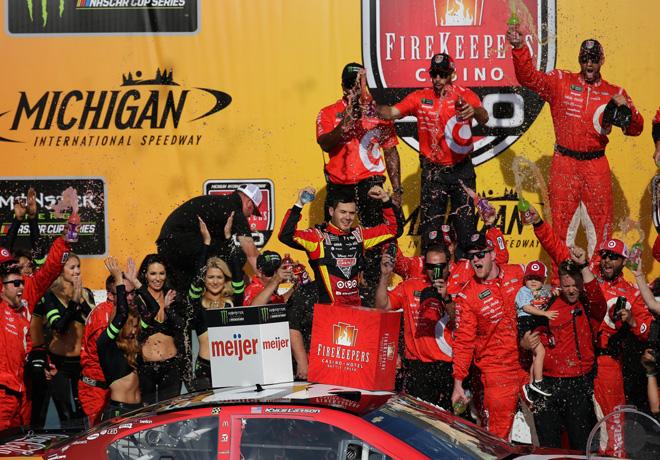 NASCAR - Michigan 2017 - Kyle Larson en el Victory Lane
