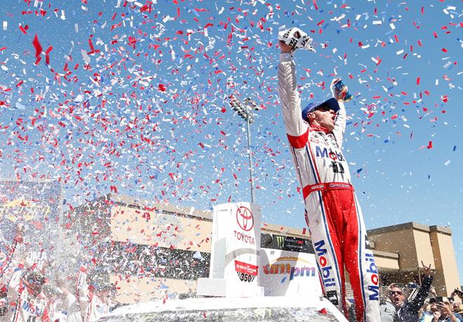 NASCAR - Sonoma 2017 - Kevin Harvick en el Victory Lane
