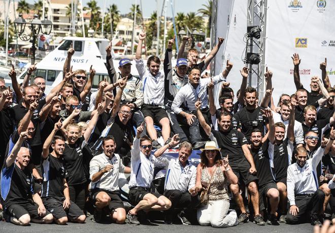 WRC - Italia 2017 - Final - Ott Tanak y el equipo M-Sport en el Podio
