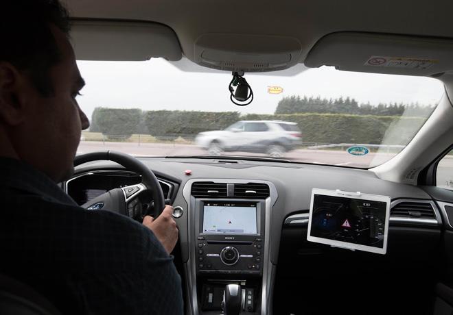 Ford prueba una nueva tecnologia - Alerta de colision en cruce