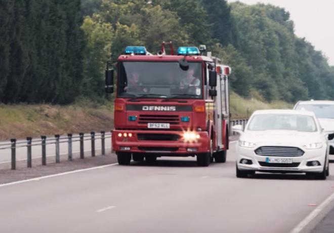 Ford prueba una nueva tecnologia para el vehiculo que ayuda a reconocer las sirenas de emergencia 1